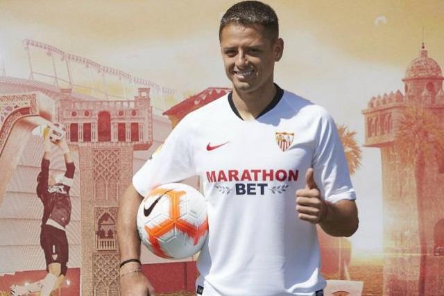 El DT del Sevilla considera que Chicharito es un delantero completo
