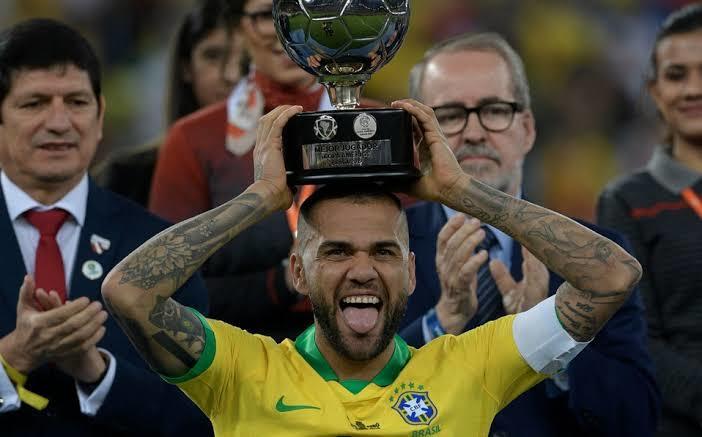 Dani Alves prefirió al São Paulo en vez de Barcelona o Juventus