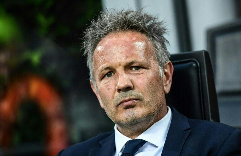 Bologna remonta un 3-1 tras charla de su DT con leucemia desde el hospital