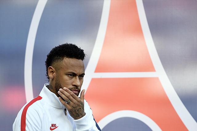 Los aficionados del PSG siguen molestos con Neymar