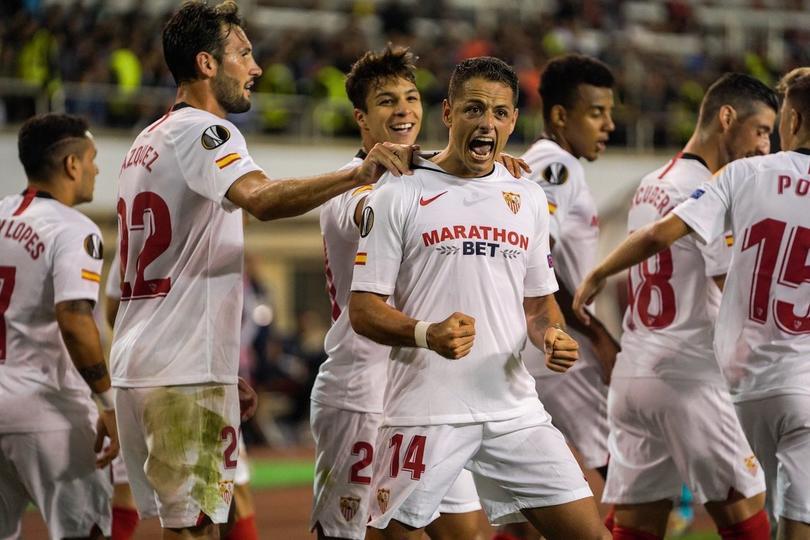 Chicharito marcó su primer gol con el Sevilla