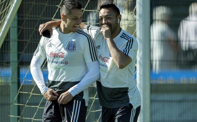 Marco Fabián da a entender que Chicharito le imitó su técnica goleadora