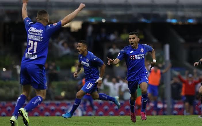 Cruz Azul venció ayer al América con una escandalosa goleada