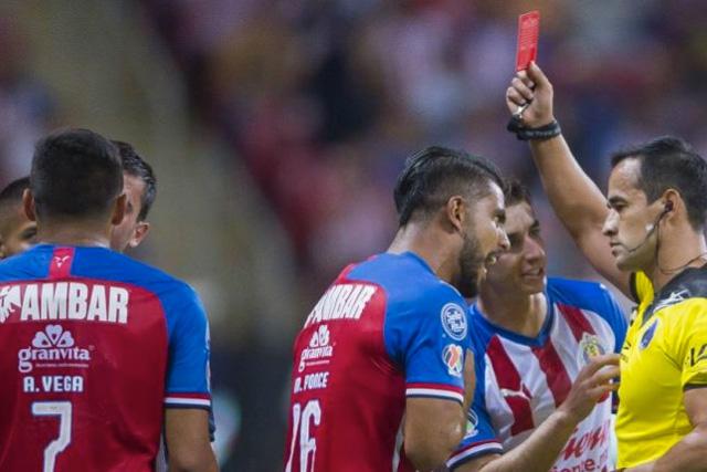Alexis Vega no recibirá castigo por la roja ante Pumas