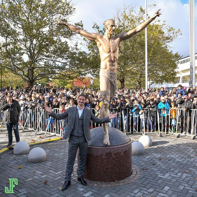 Develaron estatua de Ibrahimovic en Suecia