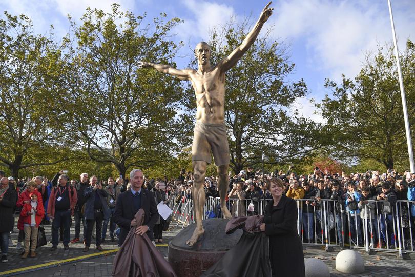 Estatua de Zlatan en Malmo