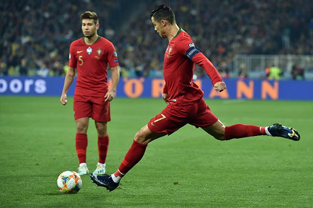 Cristiano Ronaldo alcanzó 700 goles en su carrera profesional