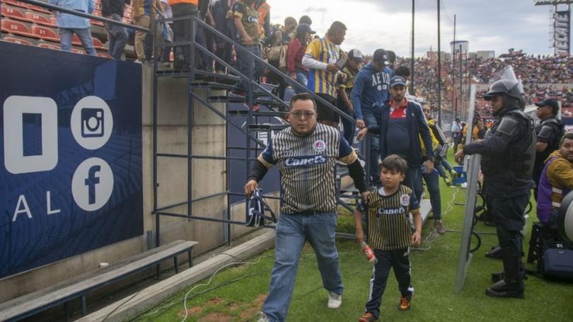 Violencia en el Alfonso Lastras en el partido Atlético de San Luis vs Querétaro