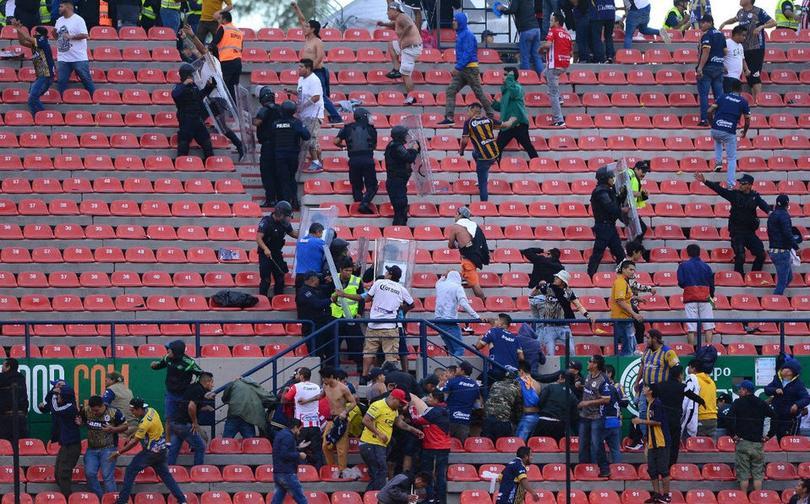 El partido San Luis vs Querétaro fue suspendido por actos de violencia entre los aficionados