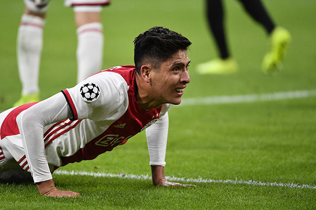 Edson Álvarez en el juego de Champions League