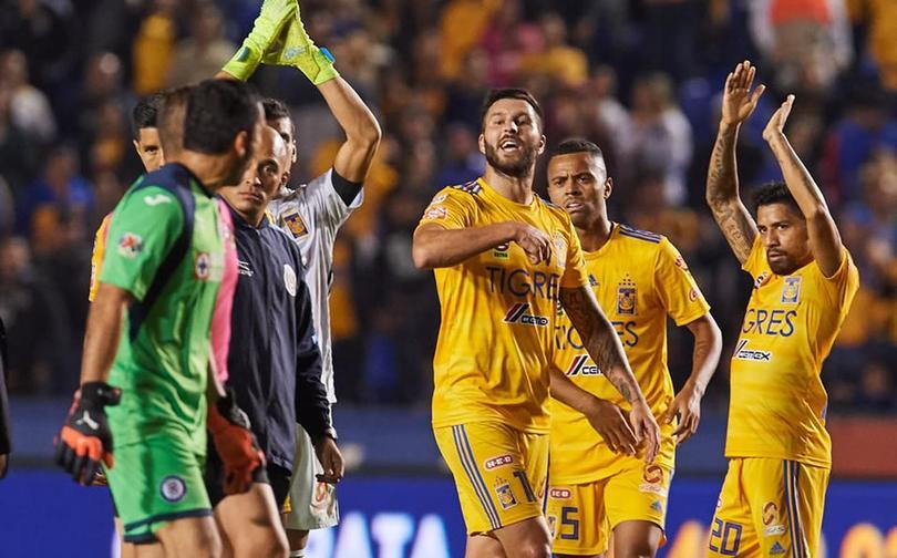 La rivalidad entre el francés y el mexicano en las canchas crece más