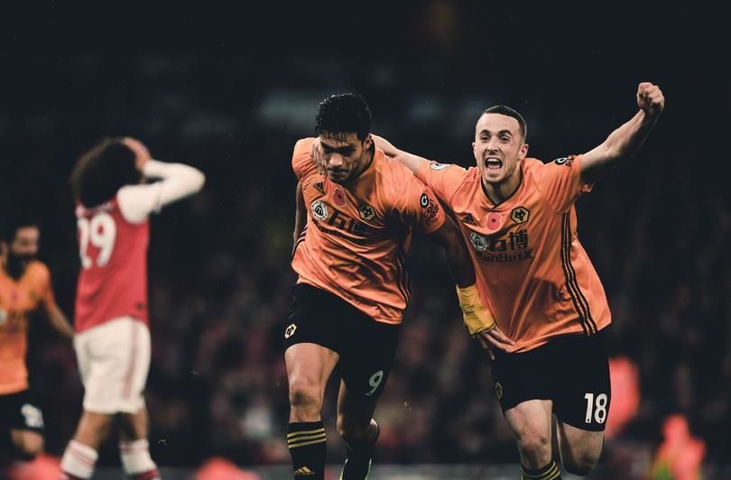 El gran gol de cabeza de Raúl Jiménez ante Arsenal