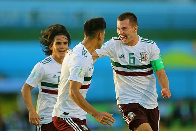 México avanzó a cuartos de final tras vencer 2-0 a Japón