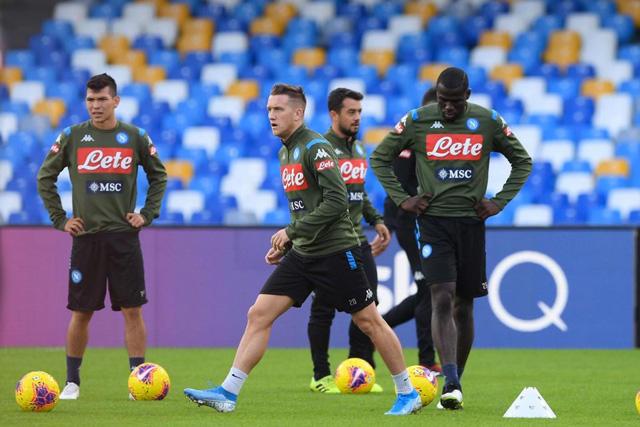 Jugadores del Napoli fueron amenazados por la afición