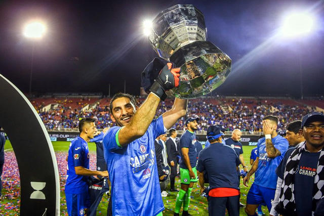 Chuy Corona extenderá un año más su contrato con Cruz Azul