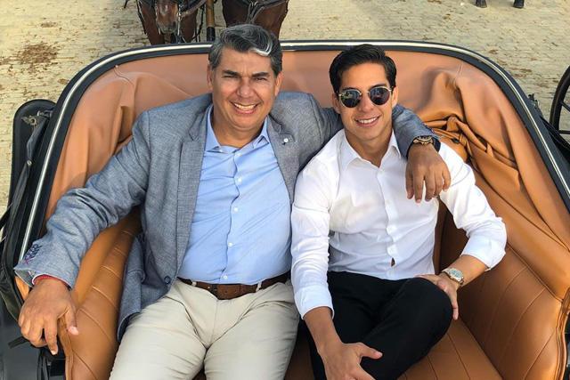 Diego Lainez y su papá en Sevilla