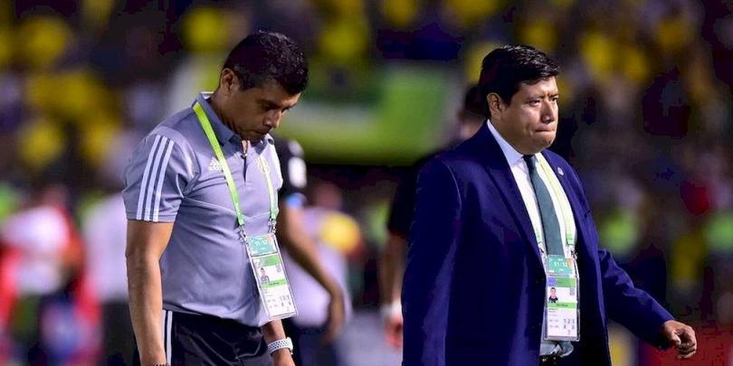 El Chima Ruiz salió cabizbajo después del juego