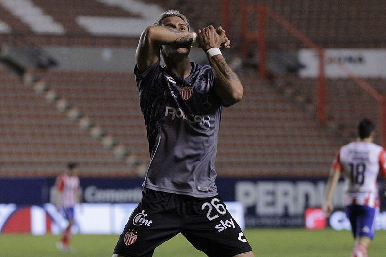 Cristián Calderón ya habría tomado una decisión entre ir a América o Chivas