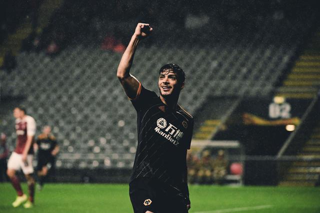 Raúl Jiménez anotó su noveno gol en Europa League
