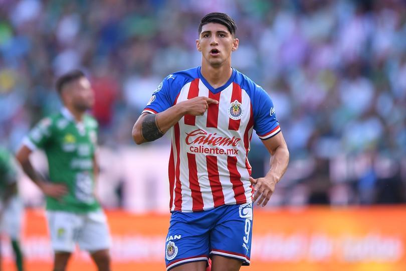 Alan Pulido no quería estar en los transferibles de Chivas