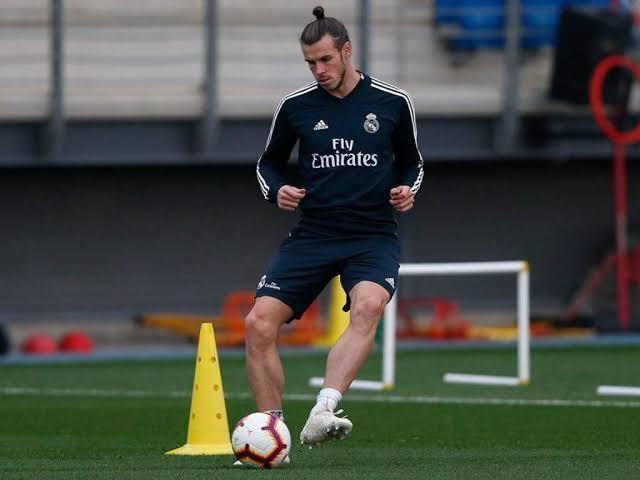 Bale juega golf en el entrenamiento del Madrid