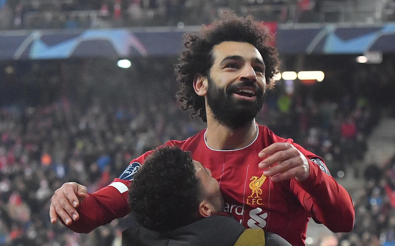Salah festeja su gol ante Salzburg