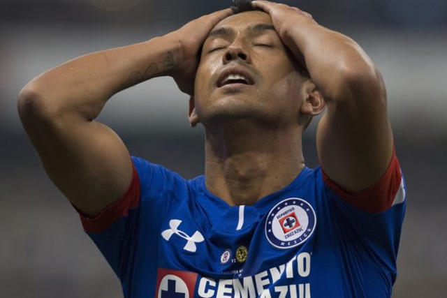 Elías Hernández se quedó fuera de Chivas por culpa de Uriel Antuna