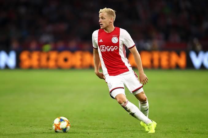 Donny van de Beek podría salir del Ajax