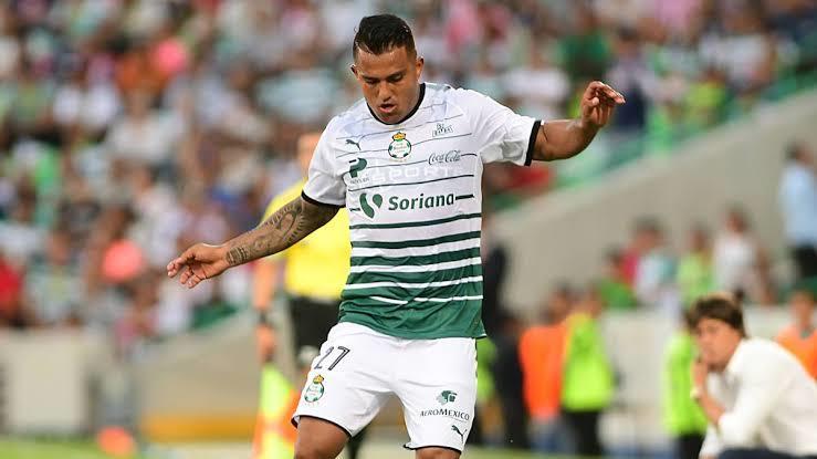 Javier Cortés podría dejar al Santos