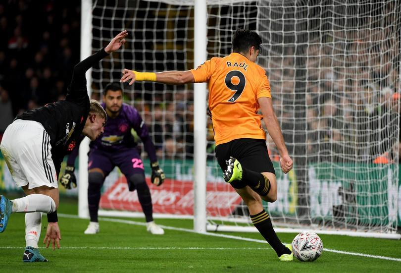Empate de Jiménez ante el United y los resultados de mexicanos en Europa