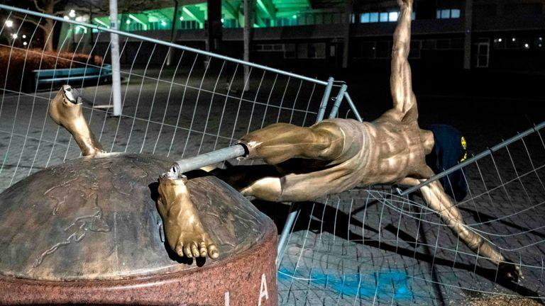 Estatua destruida de Zlatan Ibrahimovic