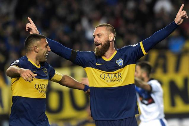 De Rossi celebra el único gol convertido con la camiseta de Boca