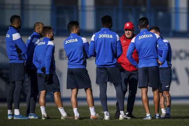 Javier Aguirre dirige un entrenamiento con el Leganés