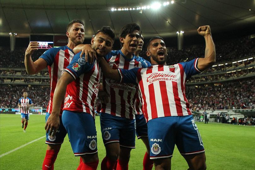 Chivas festeja gol ante FC Juarez