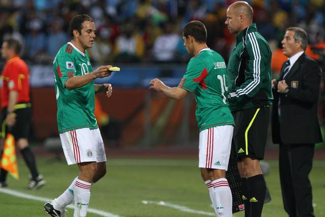 Cuauhtémoc Blanco piensa que Chicharito sufrirá en la MLS