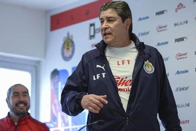 Luis Fernando Tena dio el nombre de seis jugadores de Chivas que pueden suplir al Pocho