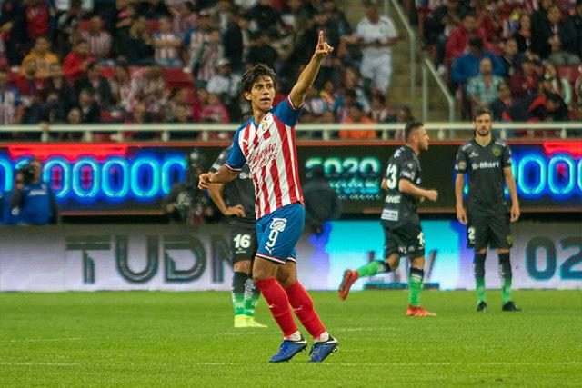 Por segundo juego consecutivo, Macías sería el único refuerzo que iría de titular con Chivas