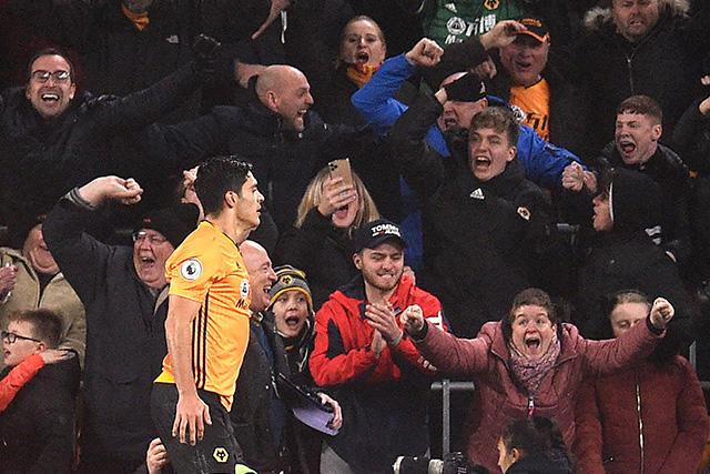 Raúl Jiménez es pretendido por los aficionados del Chelsea