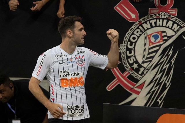 Mauro Boselli anotó tres goles contra el Botafogo-SP