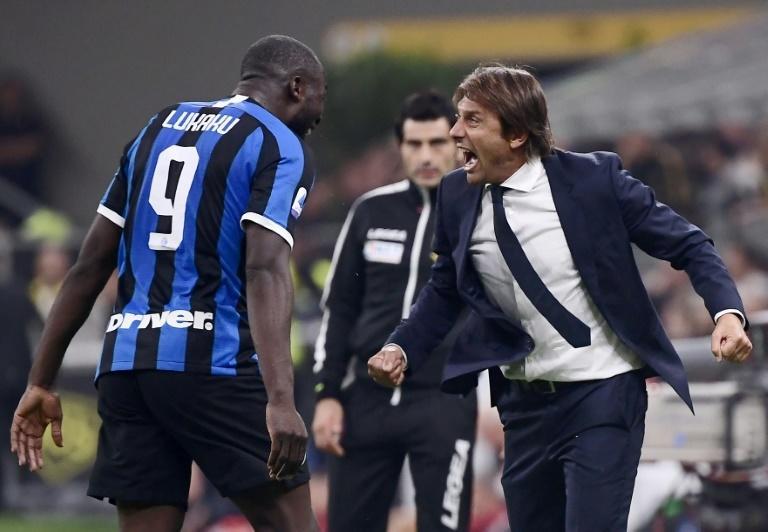Romelu Lukaku y Antonio Conte