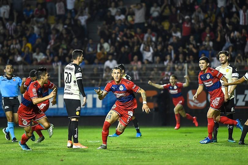 El golazo de chilena del Chicote Calderón