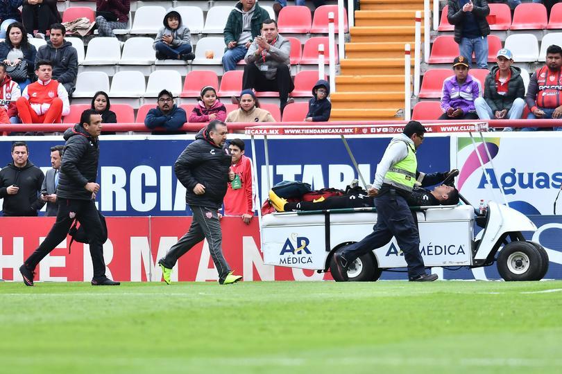 Hugo González salió de cambio por una fuerte lesión.