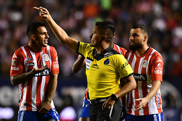 Fernando Guerrero habría ayudado a Chivas y compensó con penal a favor de San Luis