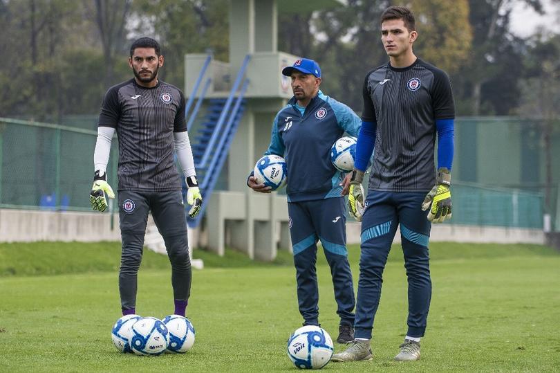 Jesús Corona, Oscar Pérez y Sebastián Jurado con Cruz Azul