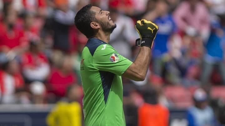 Jesús Corona se mantendría como titular en Cruz Azul