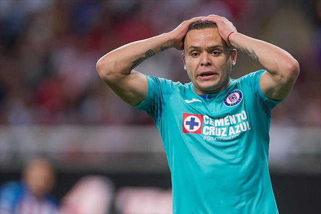 Primer gol de Cruz Azul tuvo que ser invalidado