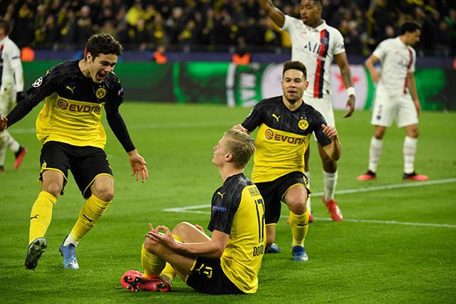Haaland anotó su primer doblete en la Champions con el Dortmund