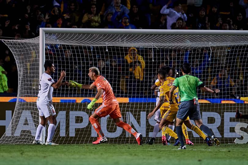 Nahuel Guzmán metió un gol de último minuto que le dio la victoria a Tigres