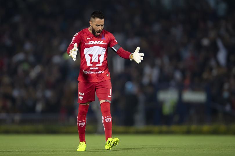 Alfredo Saldívar en el juego ante América