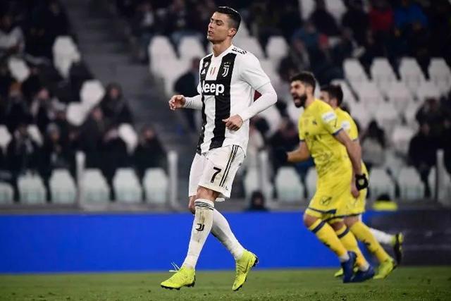 Cristiano  Ronaldo tras fallar su penal contra el Chievo